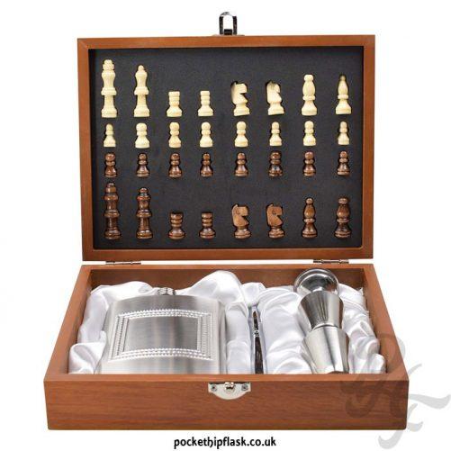 8oz-Hip-Flask-Chess-Gift-Set