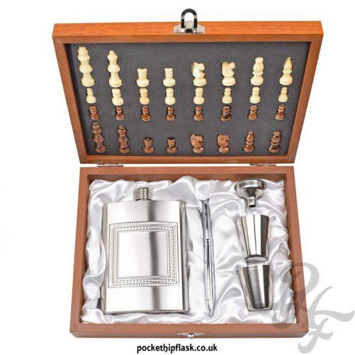 8oz-Hip-Flask-Chess-Gift-Set-above