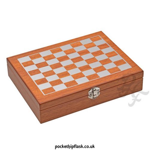 8oz-Hip-Flask-Chess-Gift-Set-closed